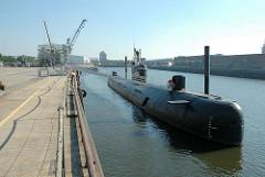 Museumsboot / russisches U-Boot 434 am ehem. Liegeplatz im Hamburger Baakenhafen.