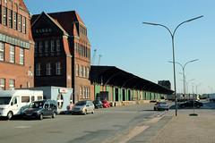 Fotos vom Hansahafen im  Hamburger Stadtteil Kleiner Grasbrook; Verwaltungsgebäude und Lagerhäuser  an der Australiastraße (2005).