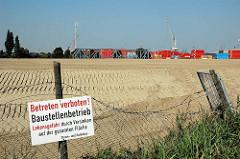 Zuschütten vom Ellerholzkanal - Verbindung vom Rosshafen und Travehafen in Hamburg Steinwerder (2005) Schild Betreten Verboten Baustellenbetrieb; Lebensgefahr durch Versinken.