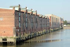 Lagerhaus G am Dessauer Ufer, Hamburg Kleiner Grasbrook; Wasserfront der Lagerhäuser am Saalehafen (2005)