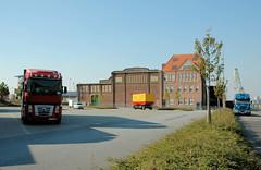 Fotos vom Hansahafen im  Hamburger Stadtteil Kleiner Grasbrook; Verwaltungsgebäude an der Australiastraße (2005).