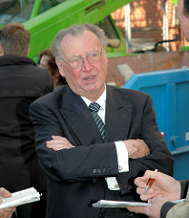 Peter Tamm, ehem. Vorstandsvorsitzender der Axel Springer AG;  Tamm betrieb bis 2008 das nicht öffentlich zugängliche Institut für Schifffahrts- und Marinegeschichte an der Elbchaussee in Hamburg-Othmarschen.