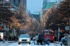Weihnachtseinkauf in der Hamburger Innenstadt - für Autos gesperrte Mönckebergstraße.