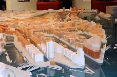 Modell mit Elbphilharmonie der Hamburger Hafencity im Kesselhaus der Speicherstadt.