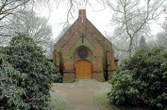 Kapelle auf dem Alten Friedhof von Hamburg Wilhelmsburg, erbaut 1902 - neogotischer Baustil ( 2006)
