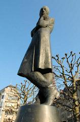 Rathausmarkt Hamburg - Heinrich Heine Denkmal Rathausplatz, 1982 aufgestellt - Bildhauer Waldemar Otto.