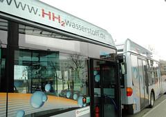 Inbetriebnahme einer Flotte Wasserstoff-Busse in der Hansestadt Hamburg, 2006.