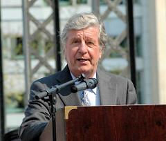 Albert Darboven, Seniorchef der J.J. Darboven Holding AG & CO und Sponsor der Bronzeskulpturen auf der Brooksbrücke in der Hamburger Speicherstadt.