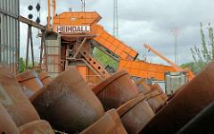 Abmontierte Stahleimer des Baggers HEIMDALL in Hamburg Harburg.
