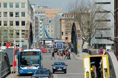 Blick von der St. Annenbrücke über die Brooksbrücke zur Willy Brandt Straße  in der Hamburger Altstadt. (2006)