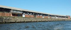 Alte Lagerschuppen am Versmannkai - Baakenhafen im Hamburger Hafen. (2006)