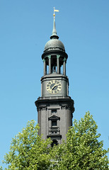 Kirchturm der Hamburger St. Michaeliskirche - Wahrzeichen Hamburgs im Stadtteil Neustadt