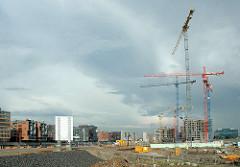 Baustelle im Hamburger Hafen - Sandtorhafen / Grasbrookhafen, Rohbauten und BAukräne am Dalmannkai, Kaiserkai.  (2006)