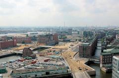 Luftaufnahme von der Ericusspitze und dem Ericusgraben in der Hamburger Hafencity. In der Bildmitte der Kaispeicher B am Magedburger Hafen.