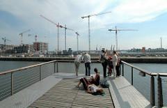 Aussichtsplattform am Sandtorkai, Sandtorhafen - Blick zur Baustelle am Grasbrookhafen, Dalmannkai. (2006)