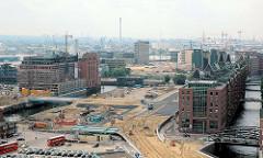 Blick auf die Baustellen am Brooktorhafen / Brooktorkai in der Hamburger Hafencity. ( 2006 )