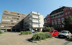 Gebäude vom Alten Hafenamt / Strom und Hafenbau, Vorgänger der HPA - Hamburg Port Authority, moderner Anbau ( 2006 ).
