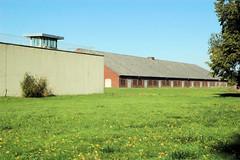 KZ Gedenkstaette Hamburg Neuengamme; lks. die genutzte Justizvollzugsanstalt (2006)