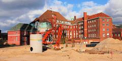 Gebäude des Amts für Strom- und Hafenbau in der Hamburger Hafencity - Sandberg und Bagger ( 2006 )