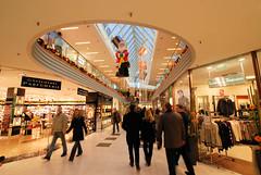 Weihnachtlich geschmückte Einkaufspassage in der Hamburger City, Gänsemarktpassage.