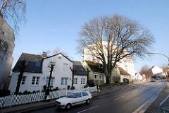 Historische Wohnhäuser / Bleicherhaus, hoher Kastanienbaum in der Ohlsdorfer Straße in Hamburg Winterhude.  ( 2007 )