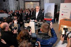 Grundsteinlegung / Baubeginn der Elbphilharmonie in der Hamburger Hafencity - Rede Pierre de Meuron vom Architekturbüro Herzog & de Meuron .