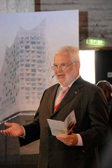 Grundsteinlegung / Baubeginn der Elbphilharmonie in der Hamburger Hafencity - Rede vom Projekt-Koordinator des Senats für die Elbphilharmonie, Hartmut Wegener.