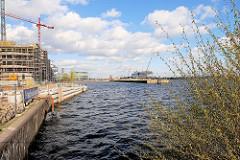Baustelle in der Hamburger Hafencity - Neubebauung am Dalmannkai im Grasbrookhafen.