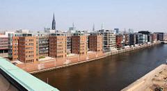 Blick vom Kaispeicher auf den Sandtorhafen - Bürogebäude, Wohnhäuser - Hafencity Hamburg. (2007)