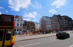 Fotos aus der Dammtorstraße in der Hamburger Neustadt - Innenstadt; Abriss / Baulücke bei der Bushaltestelle, 06/2007.
