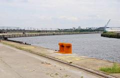 Leere Kaifläche vom Versmannkai im Hamburger Baakenhafen. (2007)