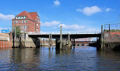 Ericusgraben / Brooktorhafen in der Hamburger Hafencity - Ericusbrücke.