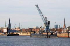 Versmannkai am Hamburger Baakenhafen - ehem. Liegeplatz vom Museumsschiff U434, alter Hafenkran (2008)