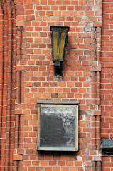 Leere Ankündigungstafel am Eingang der Heiligengeistkirche in Hamburg Barmbek - die Kirche wurde 2004 geschlossen.