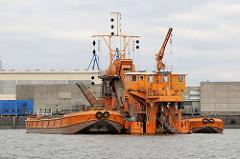 Kettenbagger HEIMDALL mit Schute im Hamburger Hafen / Hansahafen.