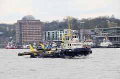 Bagger / Wasserinjektionsgerät (WIG) AKKE auf der Elbe; das Arbeitsschiff beseitigt Schlickablagerungen mit einem Spülrohr.