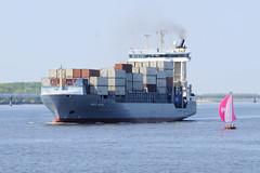 Fotos von Schiffen auf Elbe.