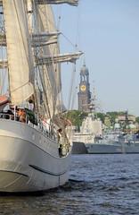 Fotos vom Hamburger Hafengeburtstag - Hochbetrieb auf dem Wasser und an Land.