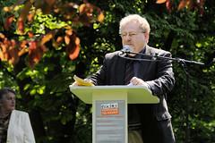 Lesemarathon gegen das Vergessen am Gedenkplatz der Bücherverbrennung am Kaiser Friedrich Ufer in  Eimsbüttel, 2008.