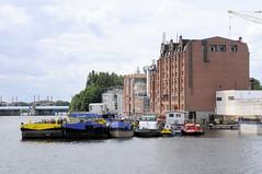Fotos von der Billwerder Bucht, ursprünglicher Verlauf der Hamburger Norderelbe bis 1879; historische Speicher und Arbeitsboote.