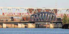 Fotos aus dem Hamburger Stadtteil Rothenburgsort; Brücken über den Oberhafenkanal / Billhafen.