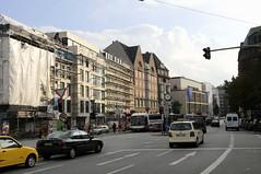 Fotos aus der Dammtorstraße in der Hamburger Neustadt - Innenstadt. Neubauten / Restaurierung von Hausfassaden bei der Bushaltestelle, 07/2008.
