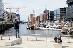 Magellan Terrassen in der Hamburger Hafencity - Blick auf den Sandtorhafen / Traditionsschiffhafen. (2009)