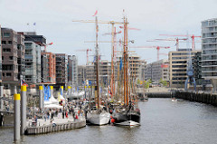 Sandtorhafen / Traditionsschiffhafen  in der Hamburger Hafencity - Blick Richtung Magellan Terrassen. (2009)