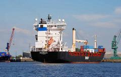 Das Feeder Schiff / Containerfrachter Früarfoss legt am SthamerKai vom Buss Hanse Terminal am Oderhafen in Hamburg Steinwerder an. (2009)