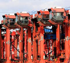 Geparkte Container-Carrier auf dem Gelände des Terminals EUROGATE im Hamburger Hafen.