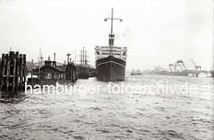 Steamer VICEROY OF INDIA im Hamburger Hafen; ca. 1932.