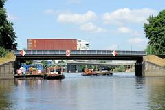 Fotos aus dem Hamburger Stadtteil Kleiner Grasbrook, Bezirk Mitte; Straßenbrücke der Klütjenfelder Straße beim Klütjenfelder Hafen.