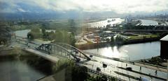 Bilder aus dem Hamburger Stadtteil Hafencity. Blick über den Oberhafenkanal und die Elbbrücken zur Norderelbe und re. den Baakenhafen.  (2011)