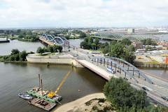 Bilder aus dem Hamburger Stadtteil Hafencity. Blick auf die Elbbrücken und die Norderelbe.  (2011)